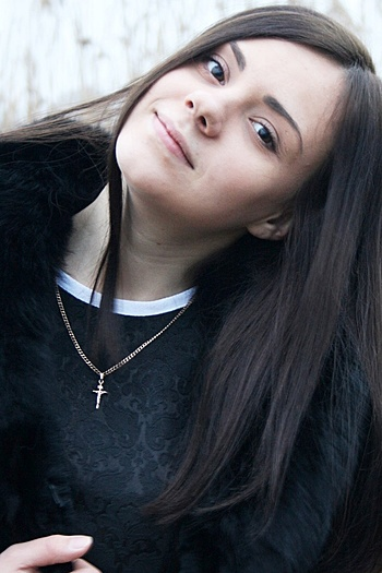 Viktoria age 21