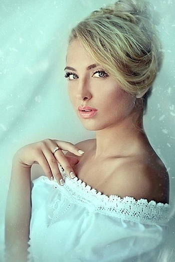 Veronika age 23