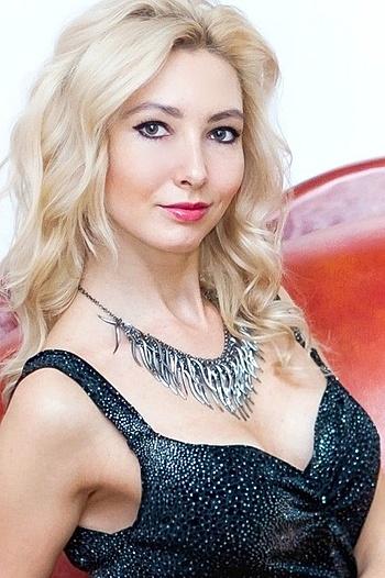Viktoriya age 28