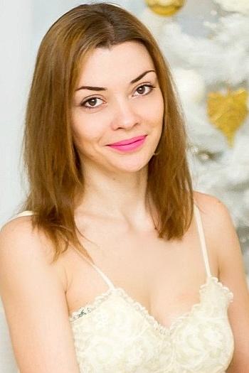 Alina age 29