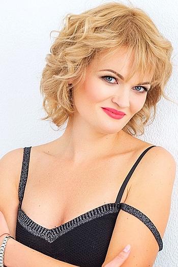 Elina age 43