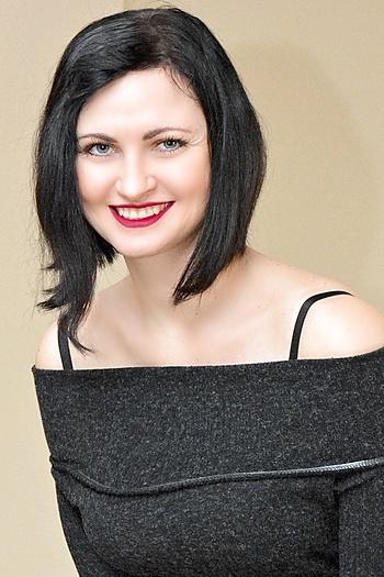 Oleksandra age 32