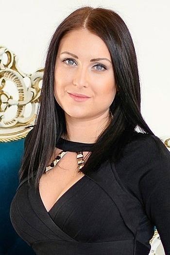 Alena age 25