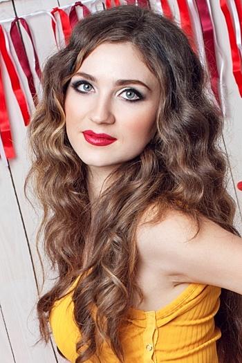 Viktoria age 25
