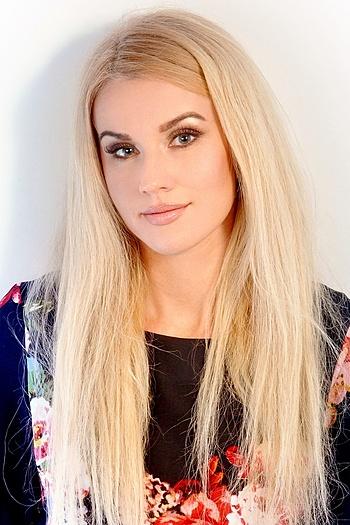 Ksenia age 42