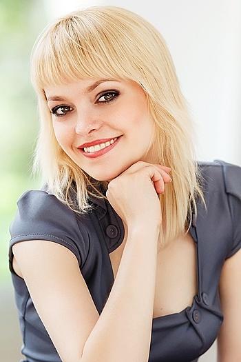 Jana age 27