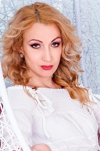 Tatiana age 32