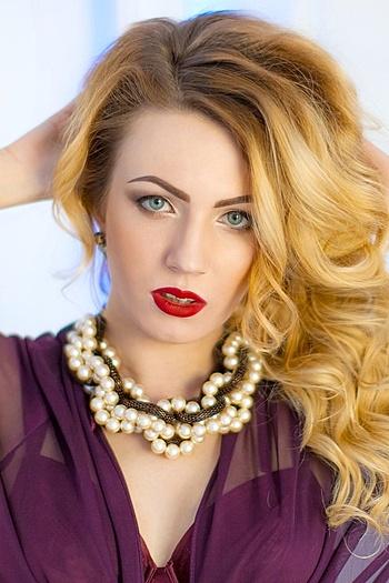Inessa age 25