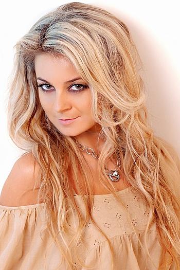 Viktoriya age 36