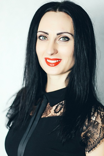 Nadiia age 31