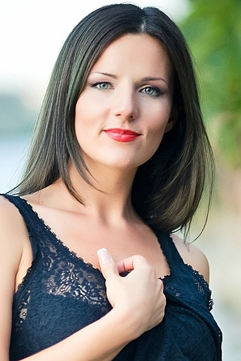 Viktoria age 33