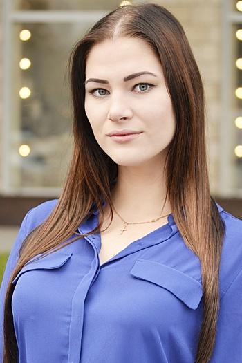 Valeriya age 19