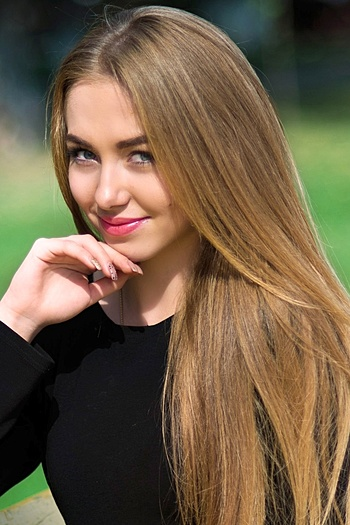 Olena age 20