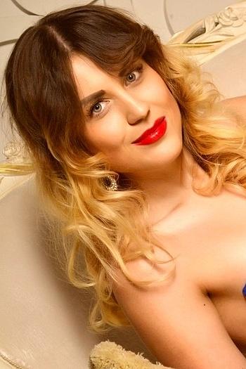 Olena age 25