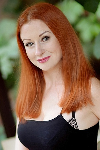 Larisa age 38