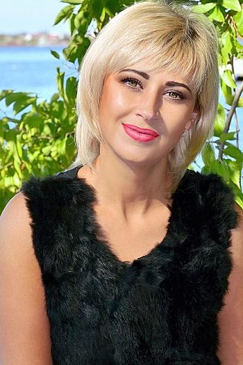 Alena age 36