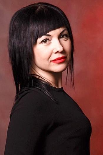 Nina age 36