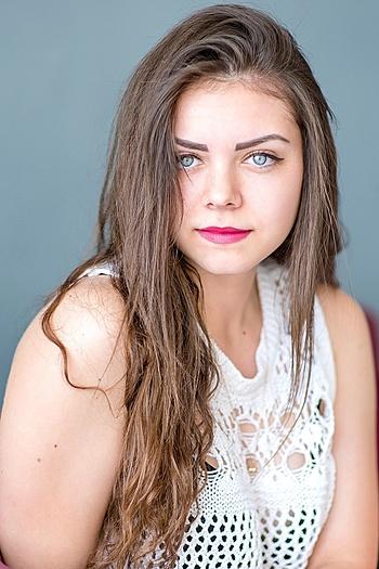 Alina age 20