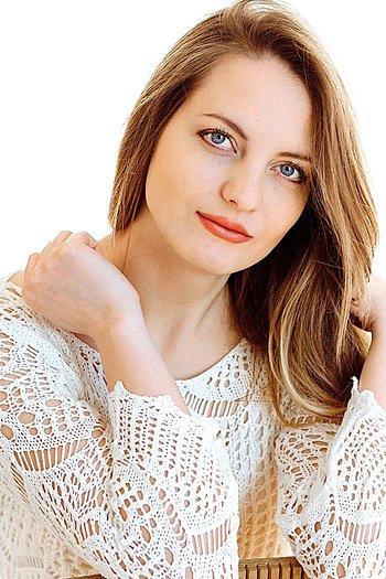Veronika age 28