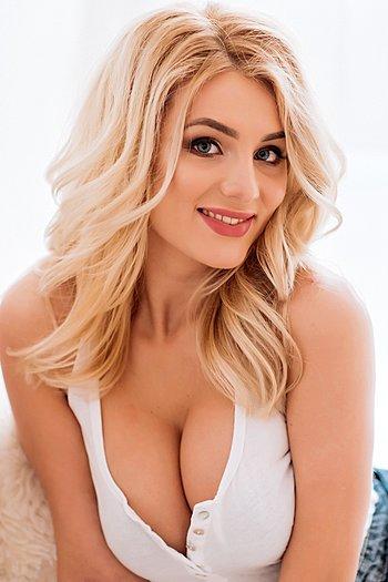 Julia age 22