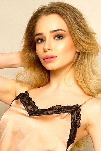 Alisa age 19