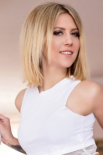 Hanna age 24