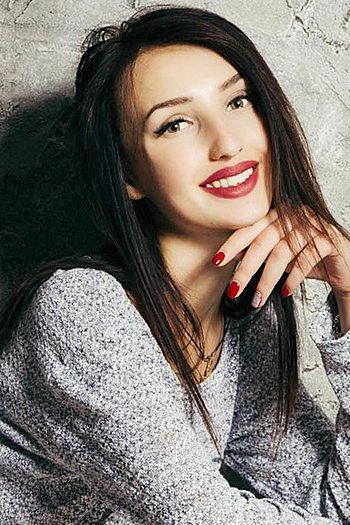 Viktoriya age 20