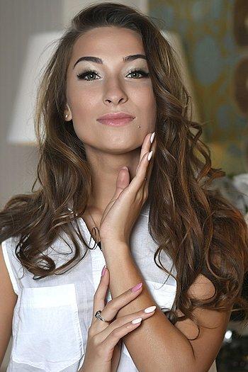 Veronika age 25