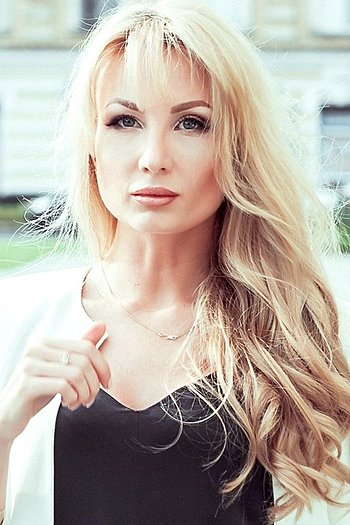 Alina age 28
