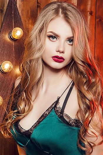 Valentina age 20