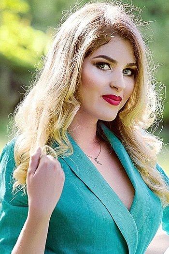 Arina age 19
