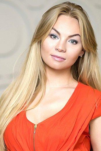 Valentina age 25