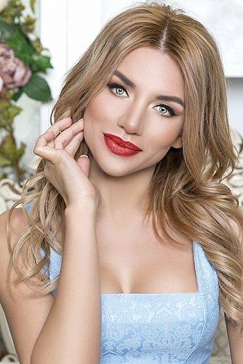 Mariana age 28