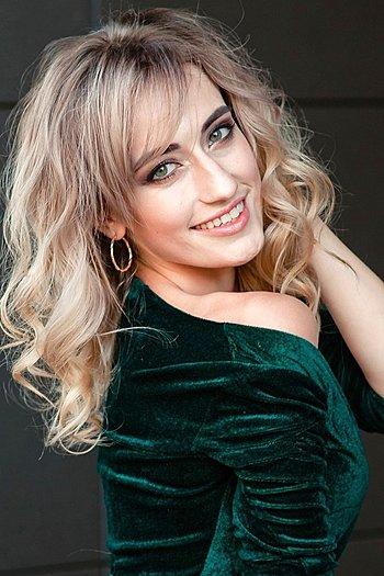 Viktoriya age 24