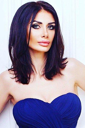 Victoria age 34