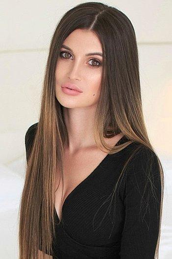Dasha age 20