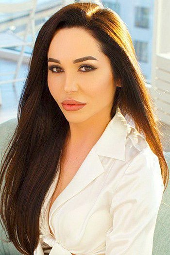 Elena age 26