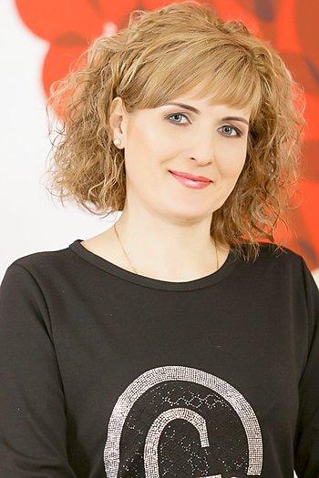 Oksana age 41