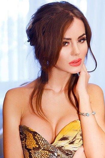 Victoria age 33