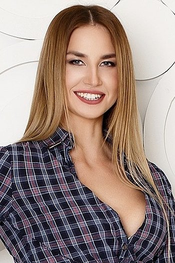 Anastasiya age 24