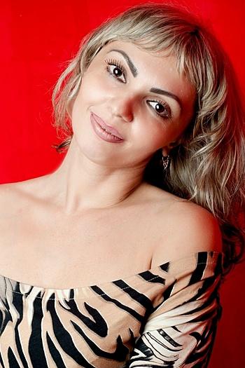 Viktoriya age 42